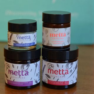Pearlesque Box December - Metta Skincare Products