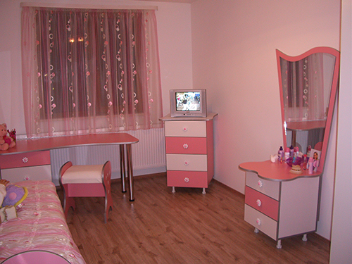 child's room in pink