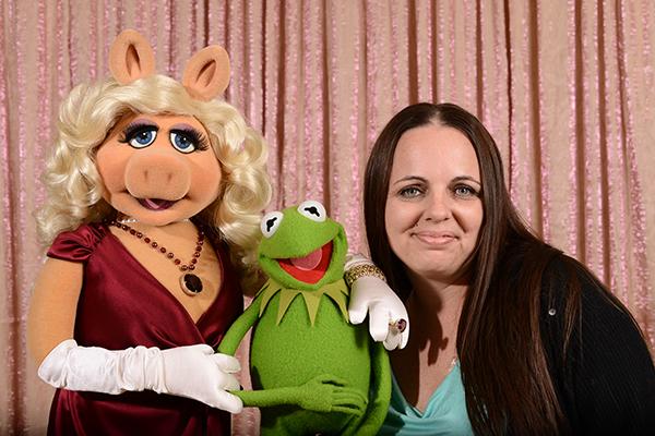 Miss Piggy, Kermit, Stefani Tolson #MuppetsMostWantedEvent