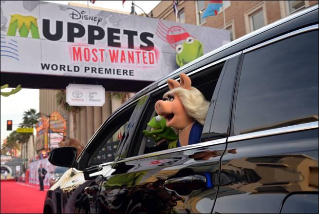 Muppets Red Carpet Premiere Apperance Kermit Miss Piggy