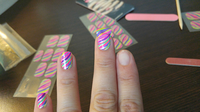 10 Minute Manicure With Kiss Nail Dress