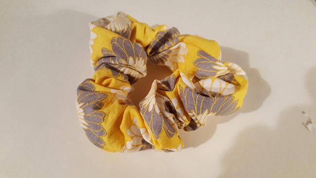 Make Scrunchie With Hot Glue