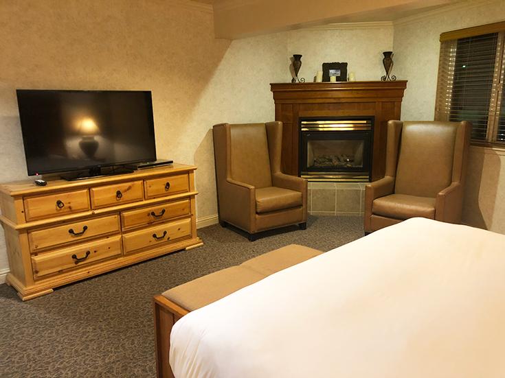 Forest Suites Resort - Presidential Suite - Master Bedroom - Fireplace